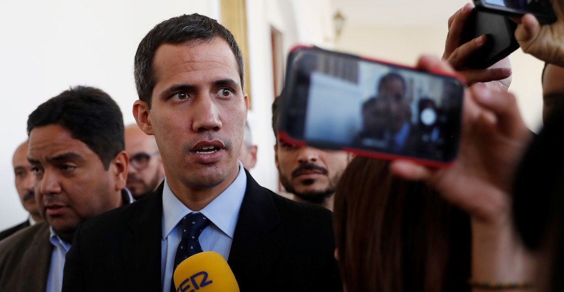 Venezuelan opposition leader and self-proclaimed interim president Juan Guaido speaks to the media before a session of the Venezuela's National Assembly in Caracas, Venezuela January 29, 2019. REUTERS/Carlos Garcia Rawlins